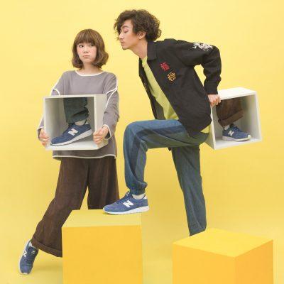 holding-a-foot-of-new-balance-mrl420-lookbook-01