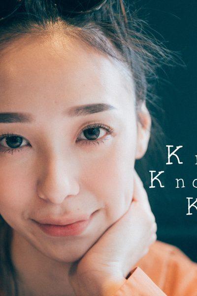 "knock-knock-vol-2-karen-cover<div style=""font-size:.8em;opacity:.8;color:#51c732;"">第二期的女孩 Karen,帶我們探訪隱密小店</div>"