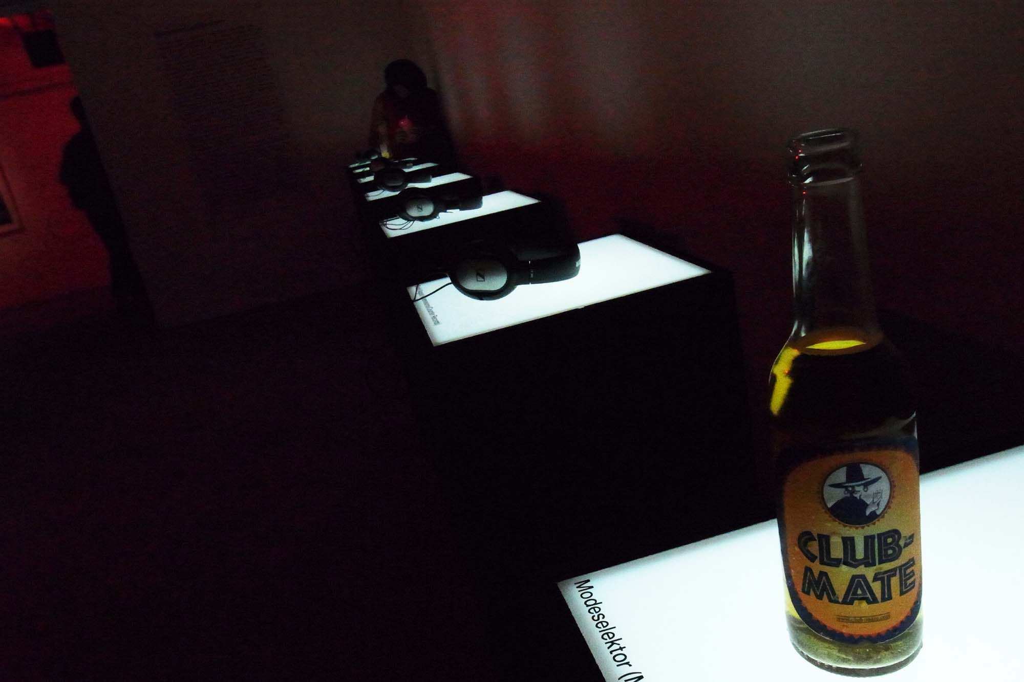 an-exhibition-of-electronic-music-and-photography-from-berlin-06