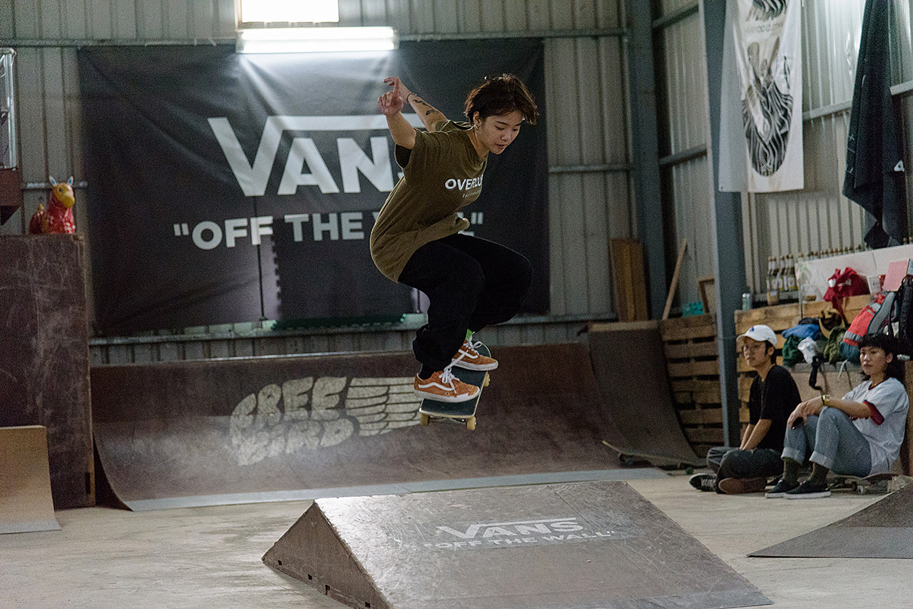 vans-girl-skate-03