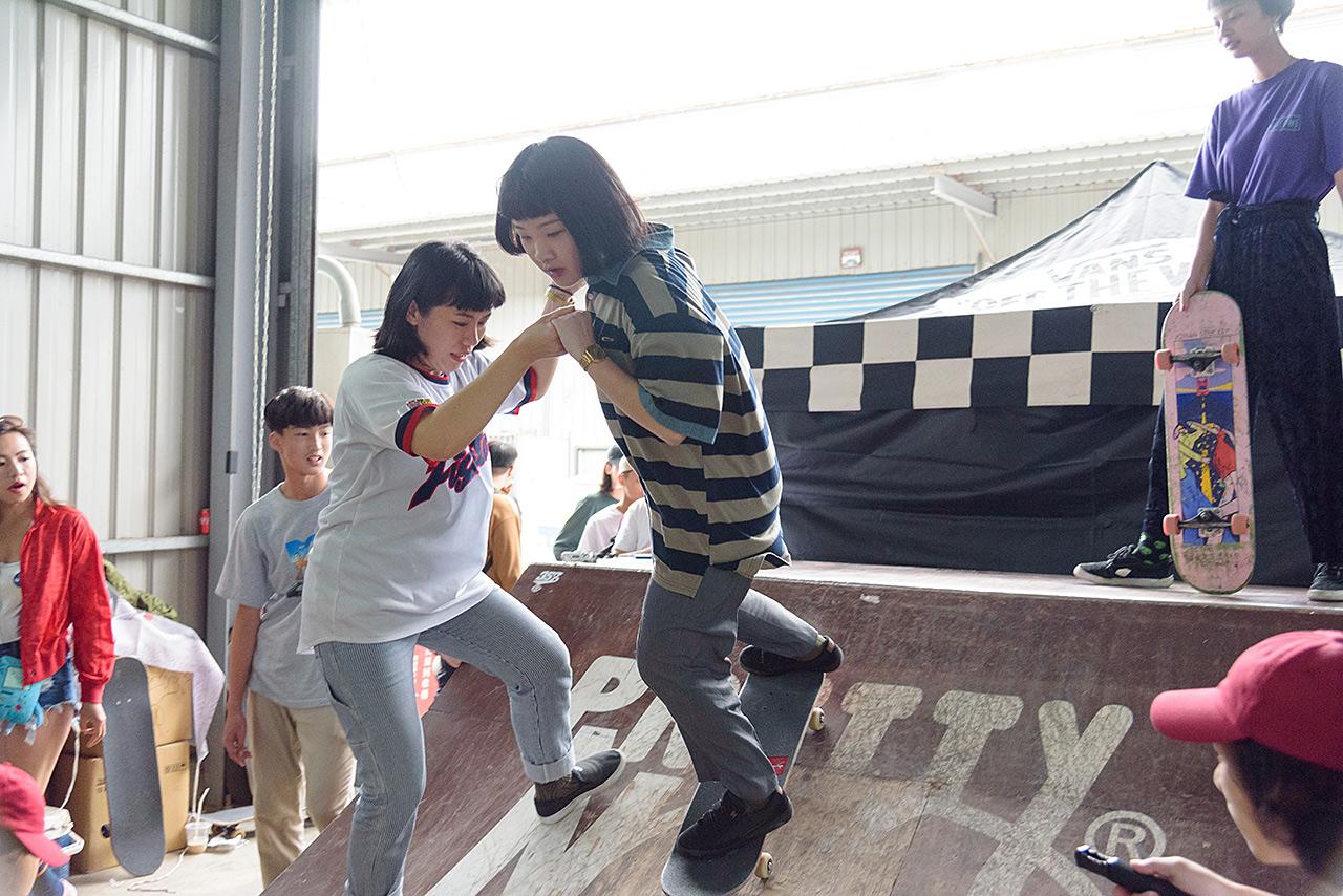 vans-girl-skate-04