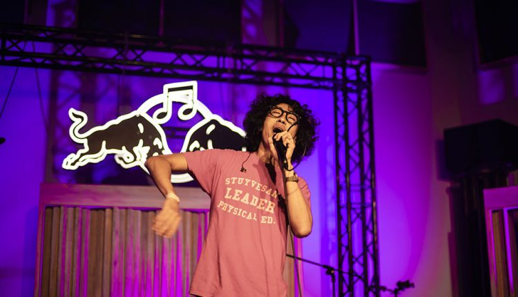 天生擁有幽默基因的歌手馬念先,帶來多首抒情浪漫青春金曲,現場瀰漫一股輕鬆、歡樂的懷舊氣氛。