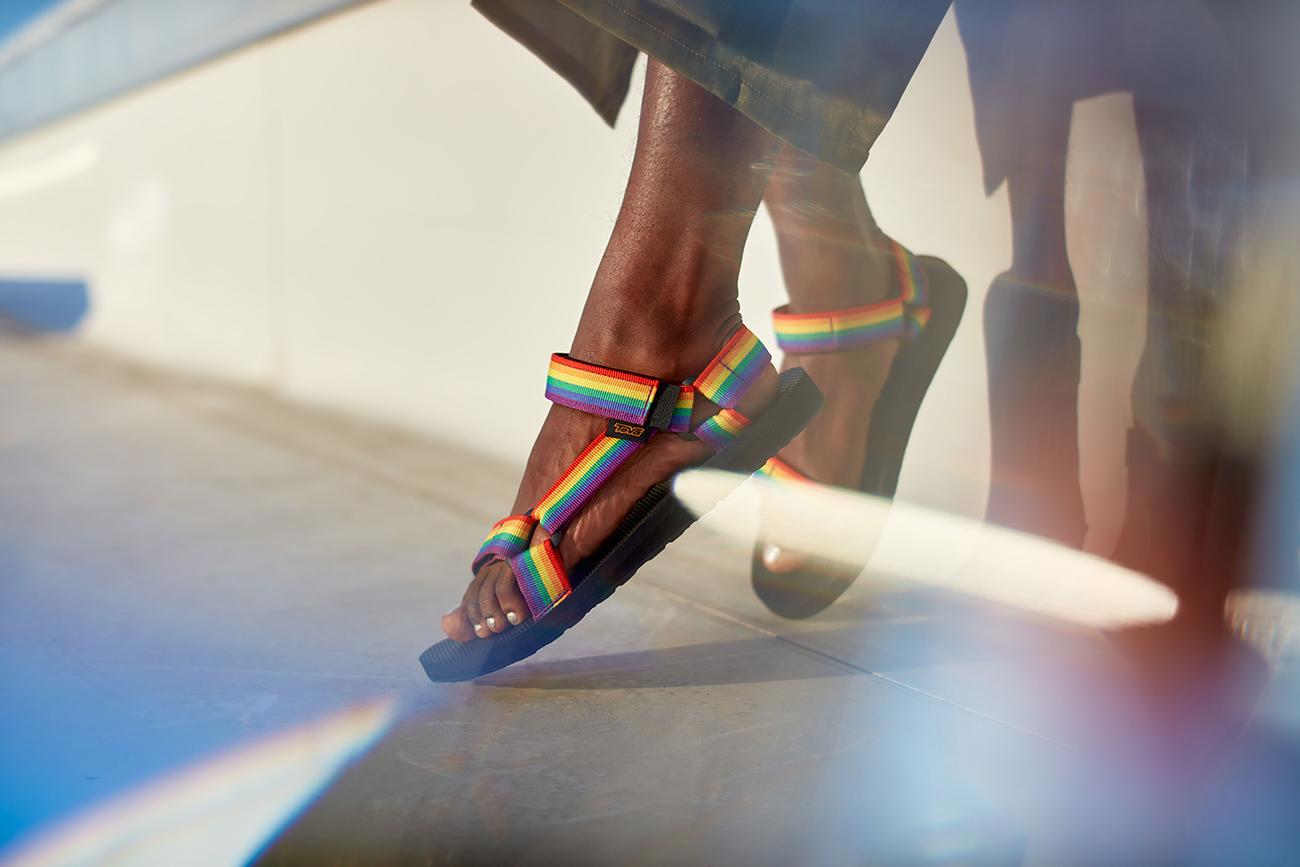 Teva-Rainbow-sandals-01