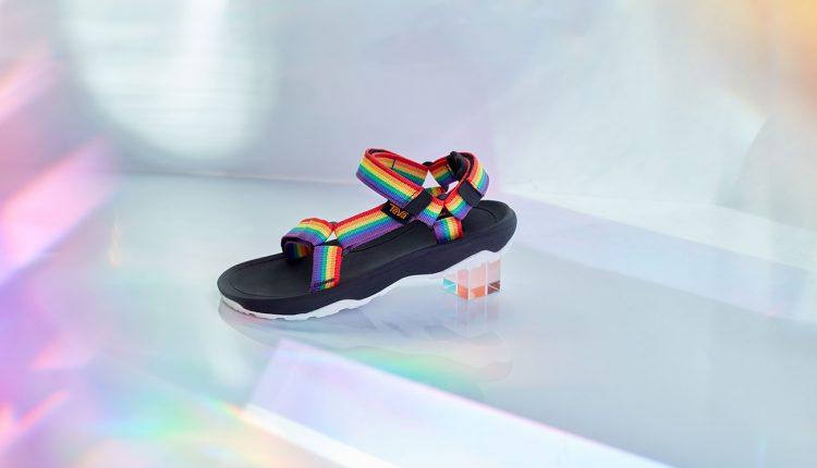 Teva-Rainbow-sandals-07