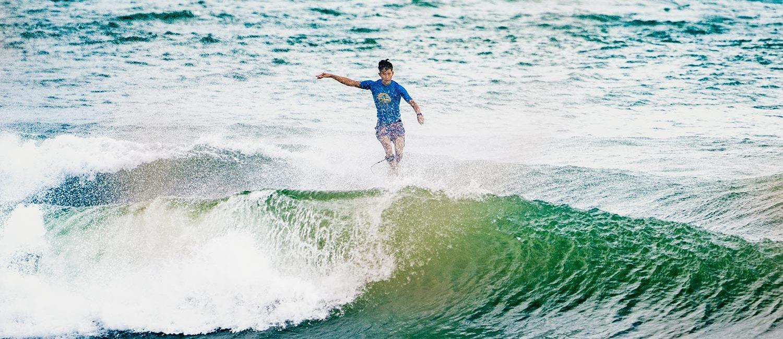 隨風翻飛的藍染浪花Quiksilver x 東奧設計師野老朝雄打造藍染衝浪服飾– KEEDAN.COM